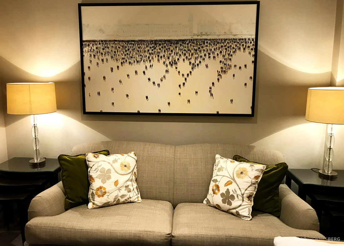 JW Marriott Hotel Grosvenor House London sofa