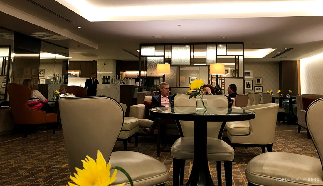 JW Marriott Hotel Grosvenor House London Executive Lounge stoler