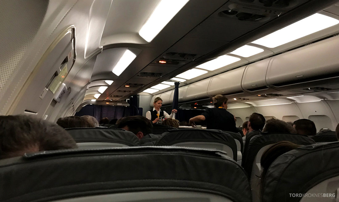 Lufthansa Economy Class Beograd Oslo servering