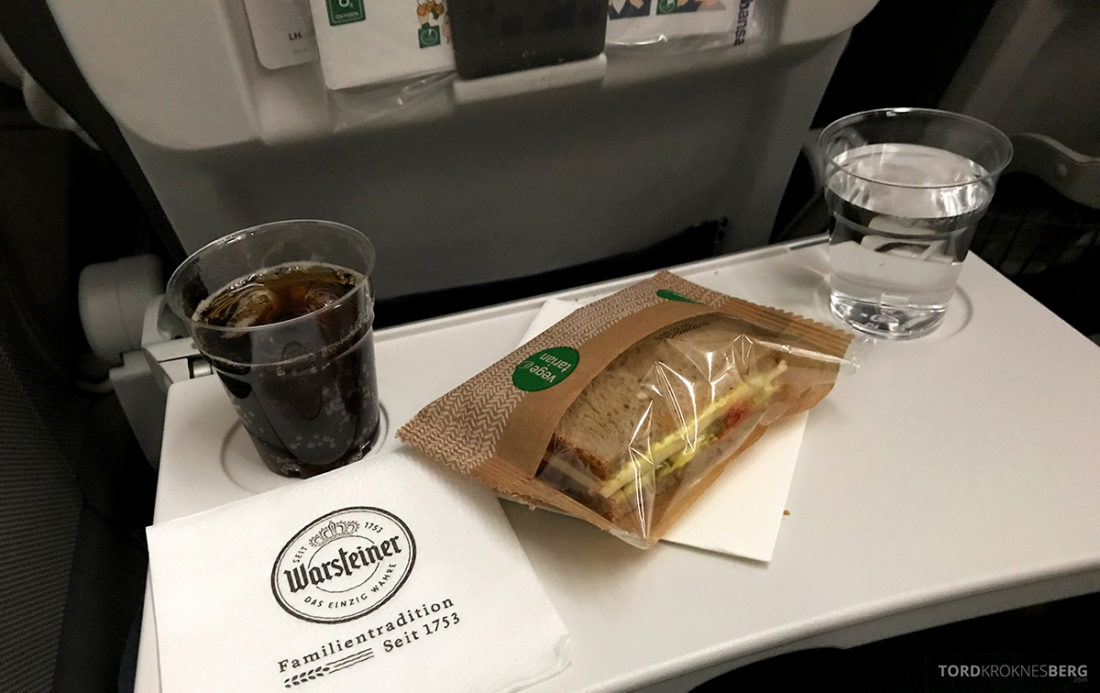 Lufthansa Economy Class Beograd Oslo sandwich