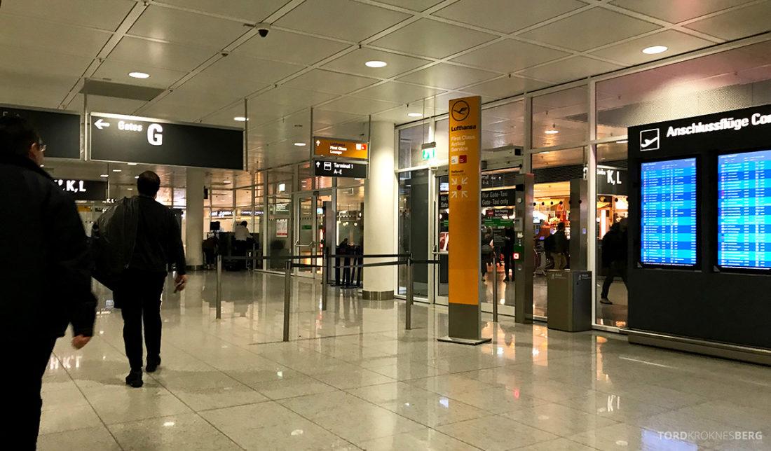 Lufthansa Economy Class Beograd Oslo på vei mot lounge