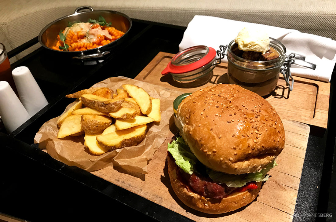 Radisson Collection Hotel Old Mill Belgrade burger