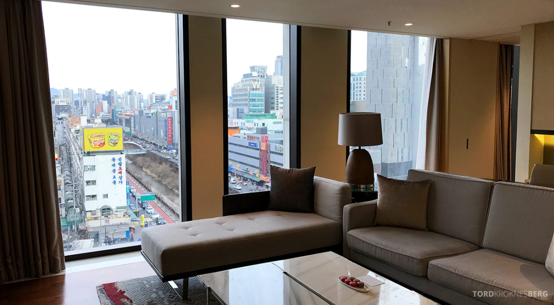 JW Marriott Dongdaemun Square Hotel Seoul suite sofa utsikt