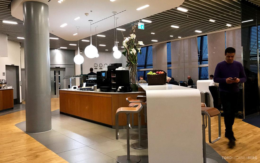 Lufthansa Senator Lounge London Heathrow buffetområde