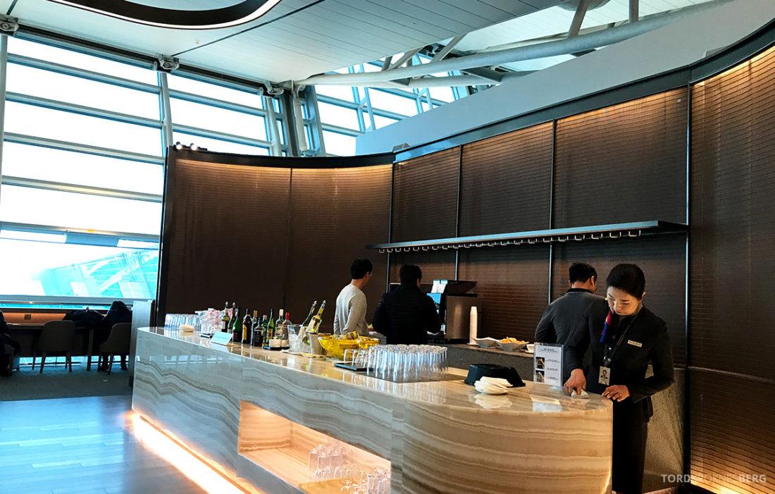 Asiana Business Lounge Seoul bar