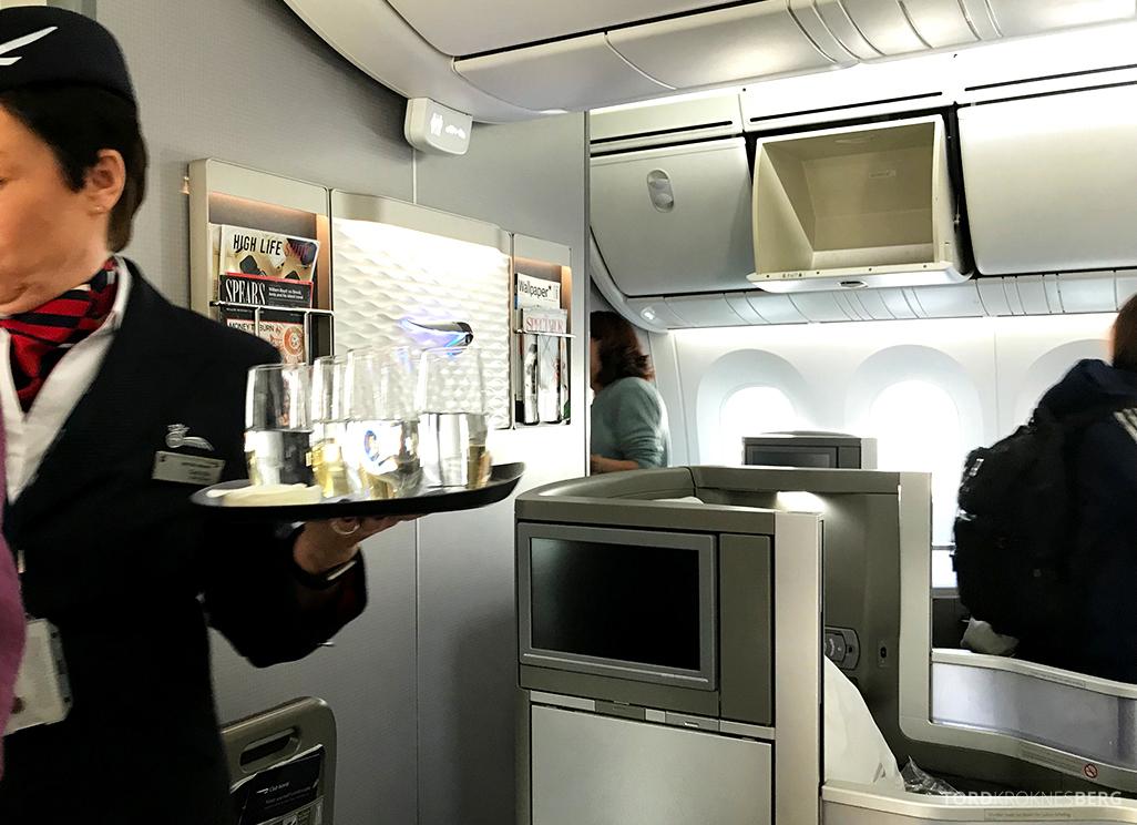 British Airways Club World Seoul London servering velkomstdrink