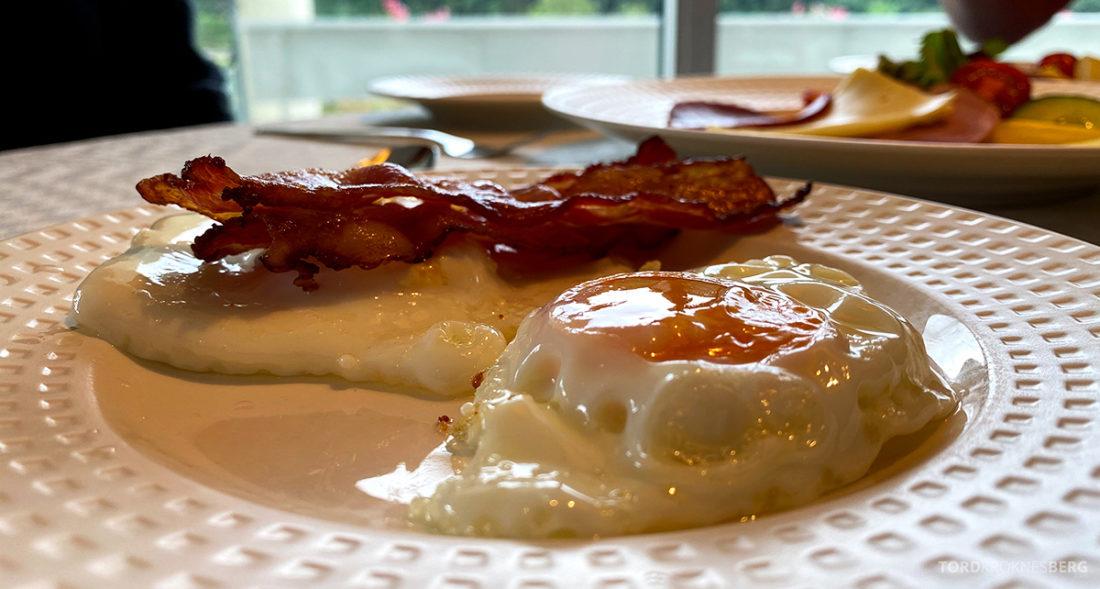 Hotel Loenfjord Stryn frokost egg og bacon