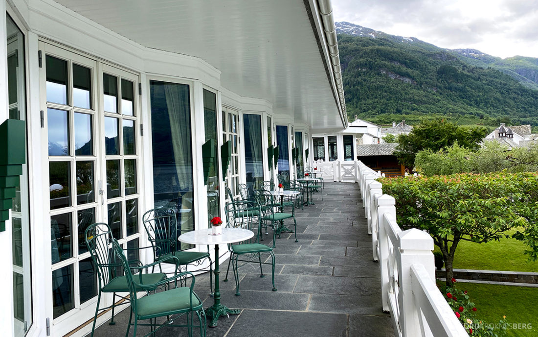 Hotel Ullensvang Hardanger Norge felles terrasse