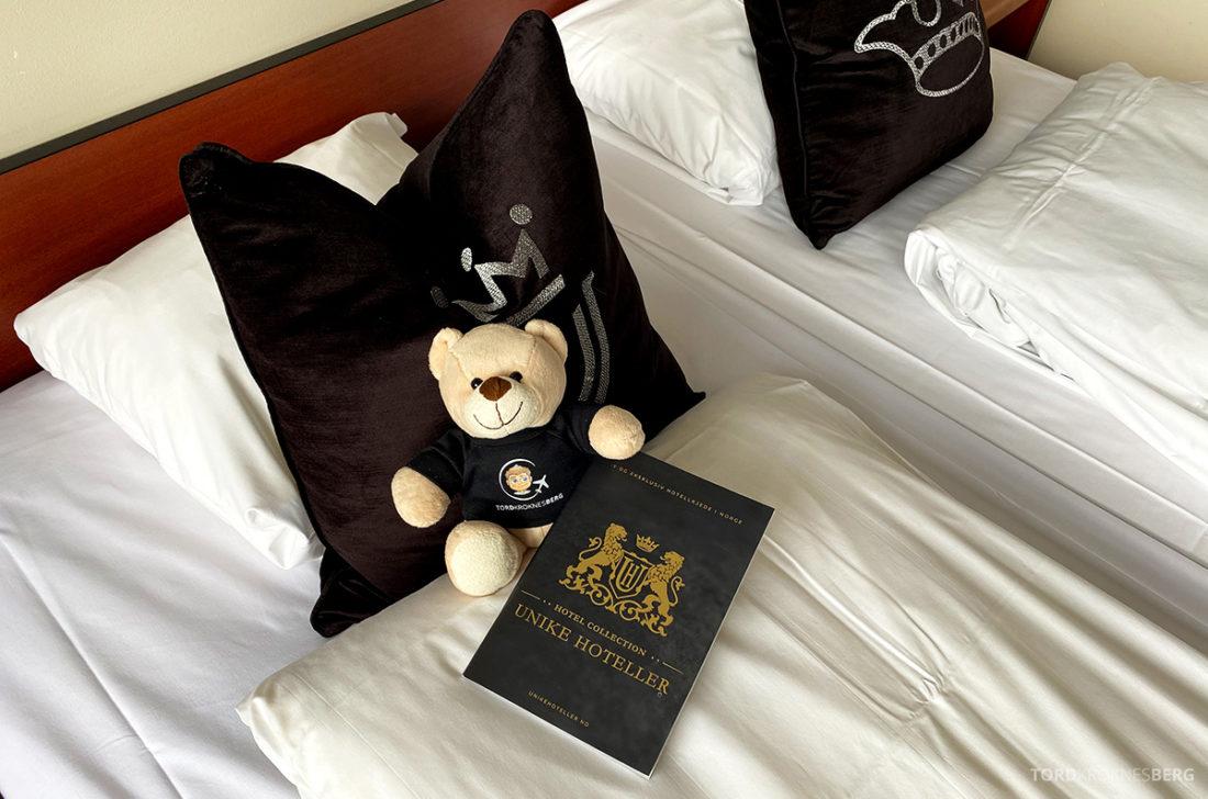Leikanger Fjord Hotel reisefølget seng