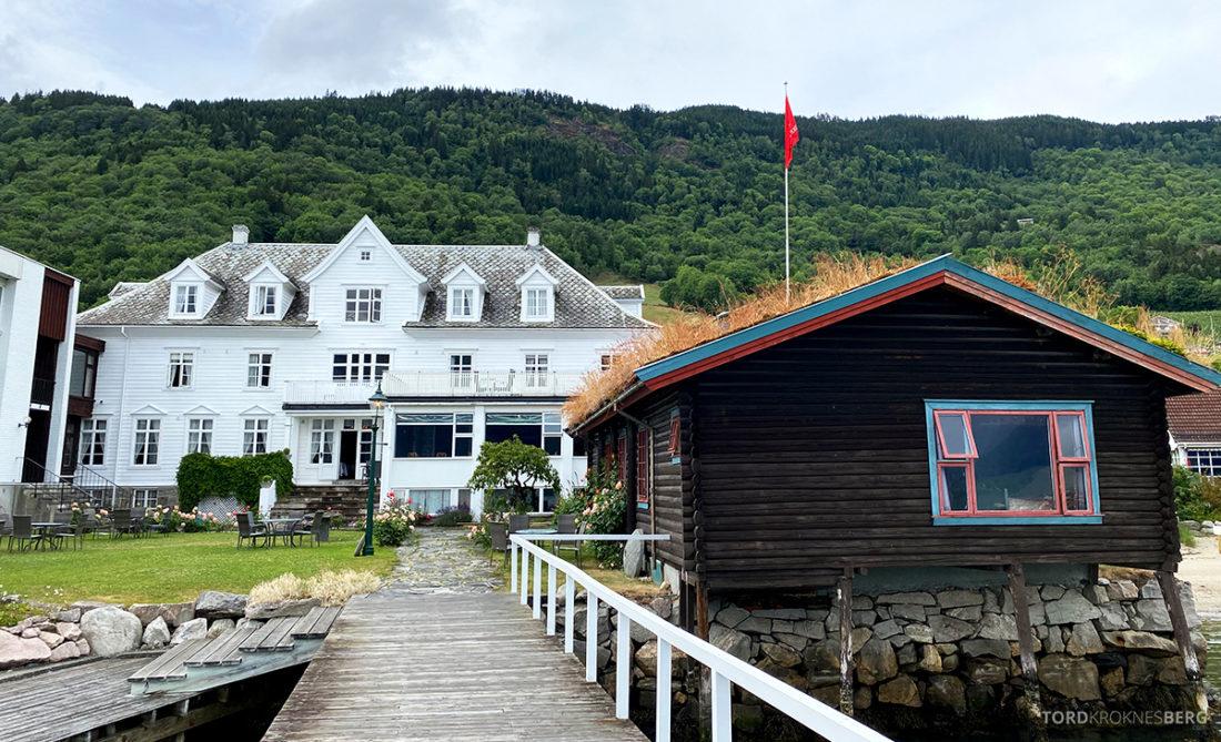 Leikanger Fjord Hotel hotellet fra bryggen