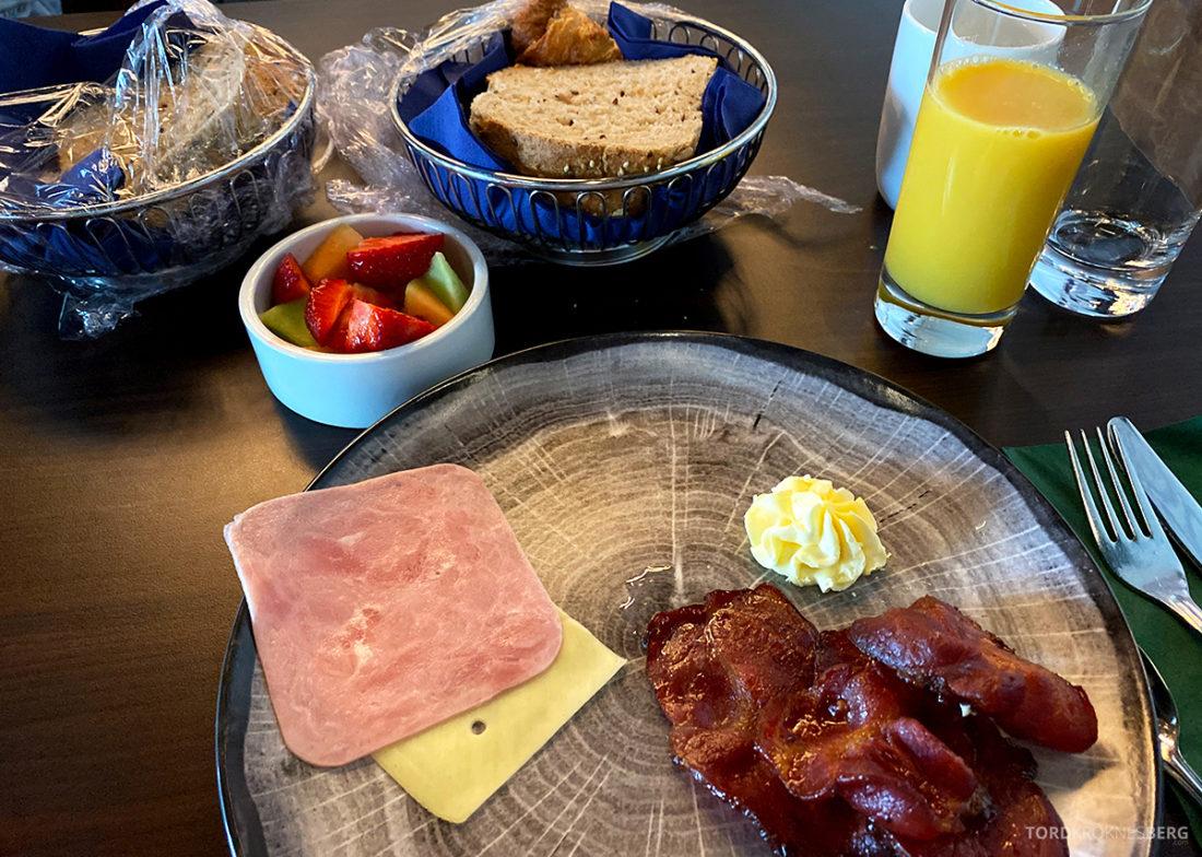 Bårdshaug Herregård Hotel Orkanger frokost brød