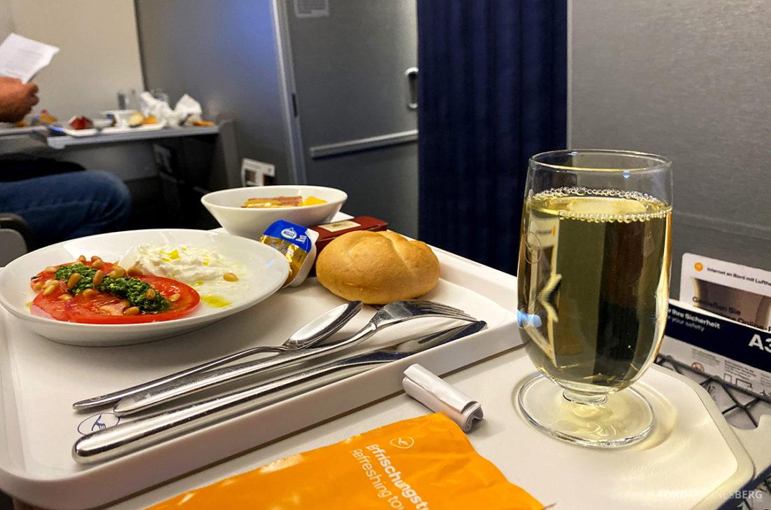 Lufthansa Economy Business Class Covid19 mat og vin
