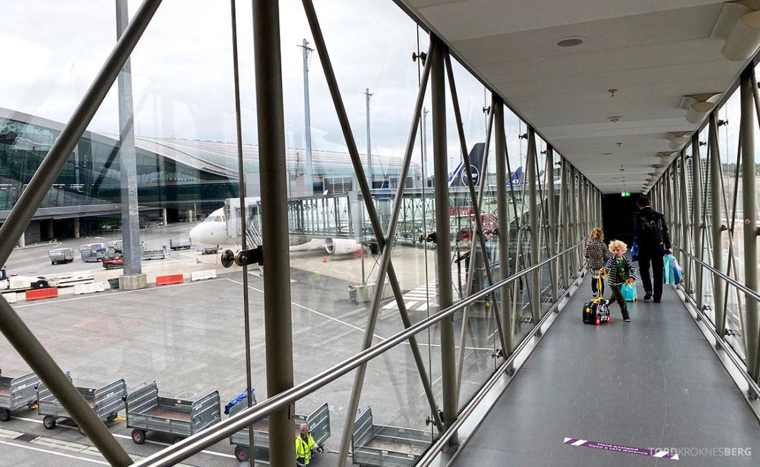 Lufthansa Economy Business Class Covid19 på vei ombord