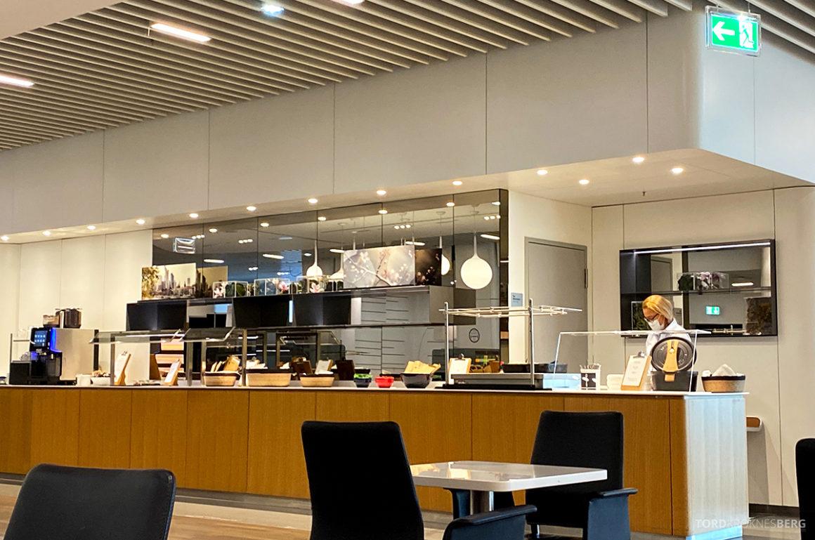 Lufthansa Senator Lounge Frankfurt Covid19 buffet