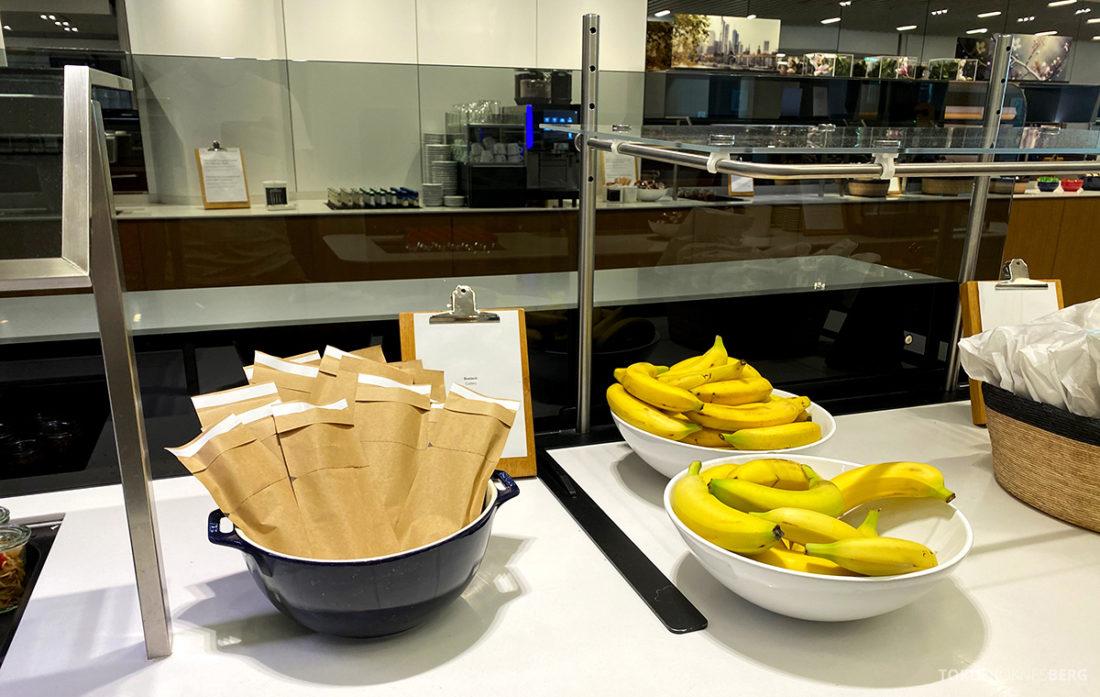 Lufthansa Senator Lounge Frankfurt Covid19 bananer og bestikk