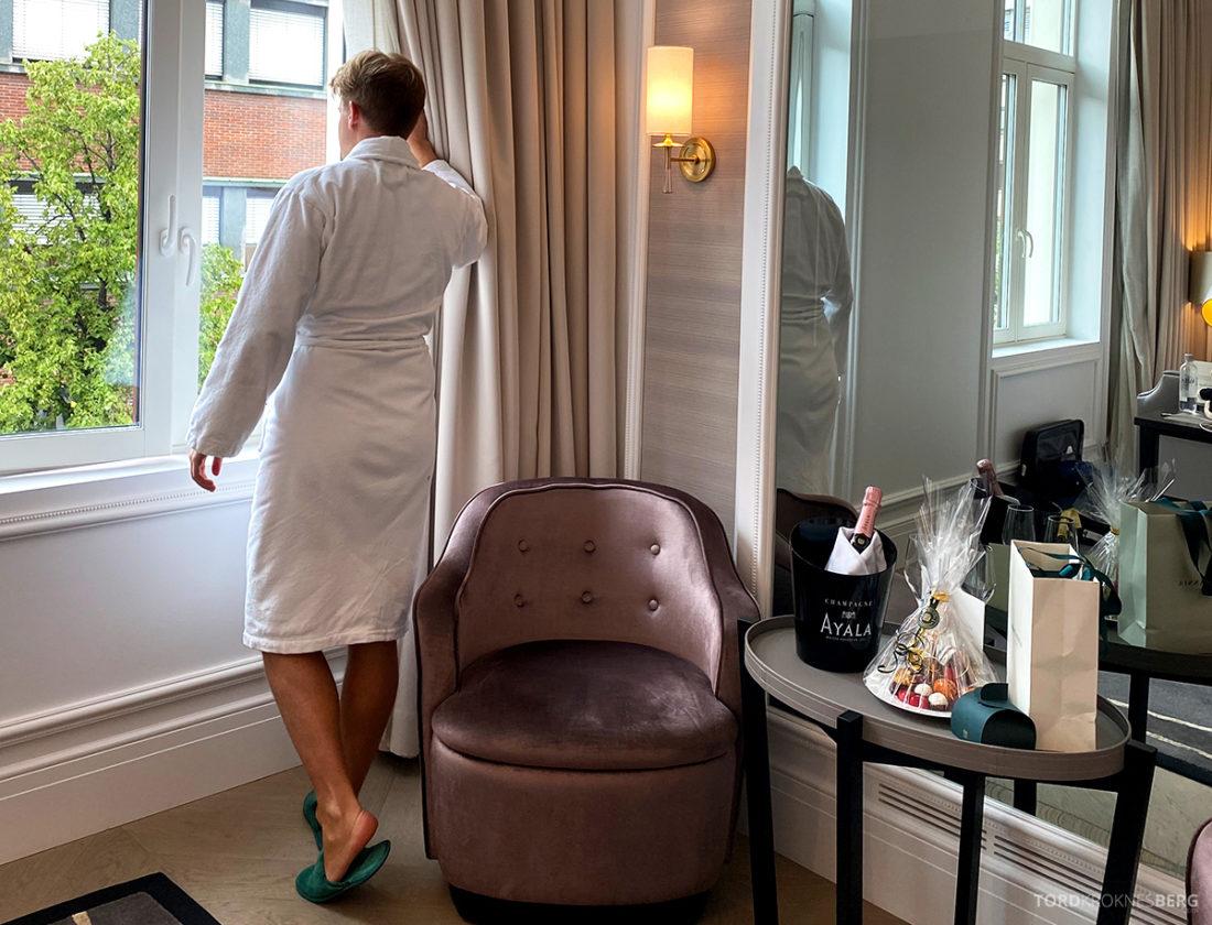Britannia Hotel Trondheim Tord Kroknes Berg badekåpe utsikt