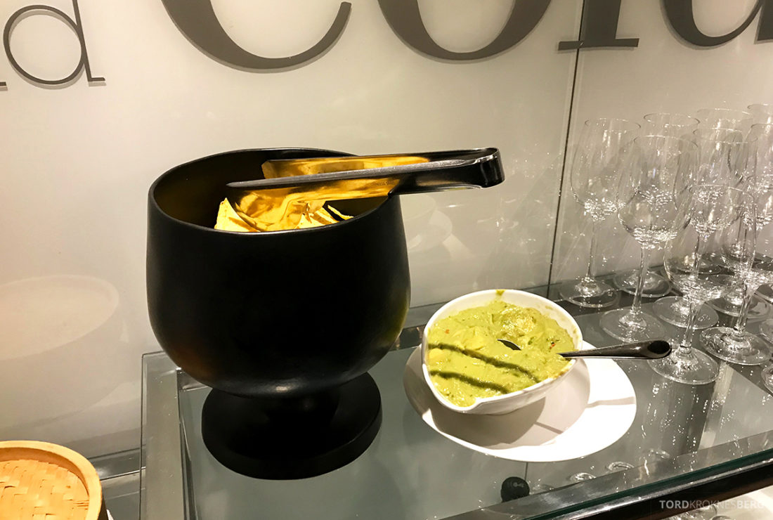Sheraton Lisboa Hotel Club Lounge chips