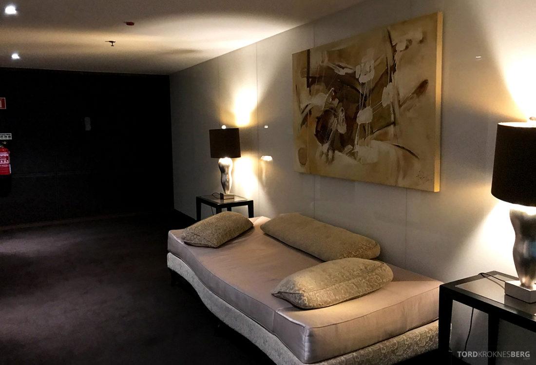 Sheraton Lisboa Hotel sofa i korridor