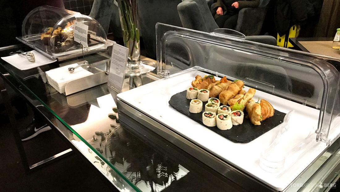 Sheraton Lisboa Hotel Club Lounge kaldmat hors d'oeuvre
