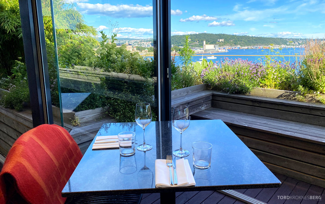 Thief Roof Grill Restaurant Oslo bord