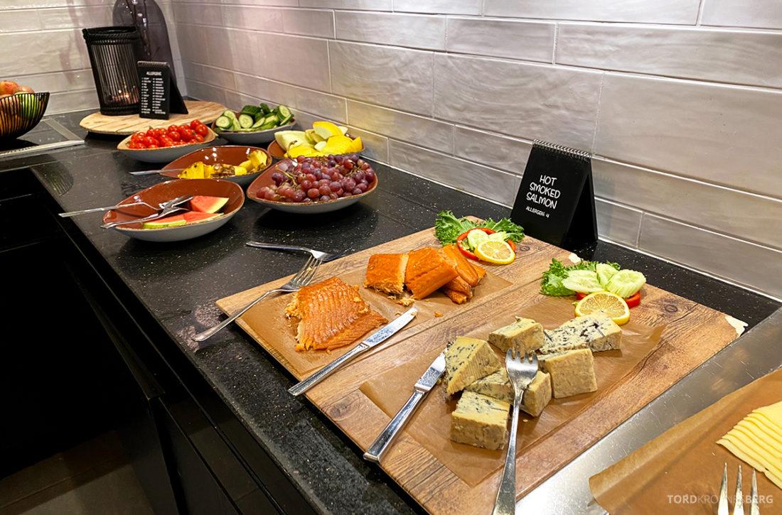 Radisson Blu Tromsø Hotel ost laks og grønnsaker