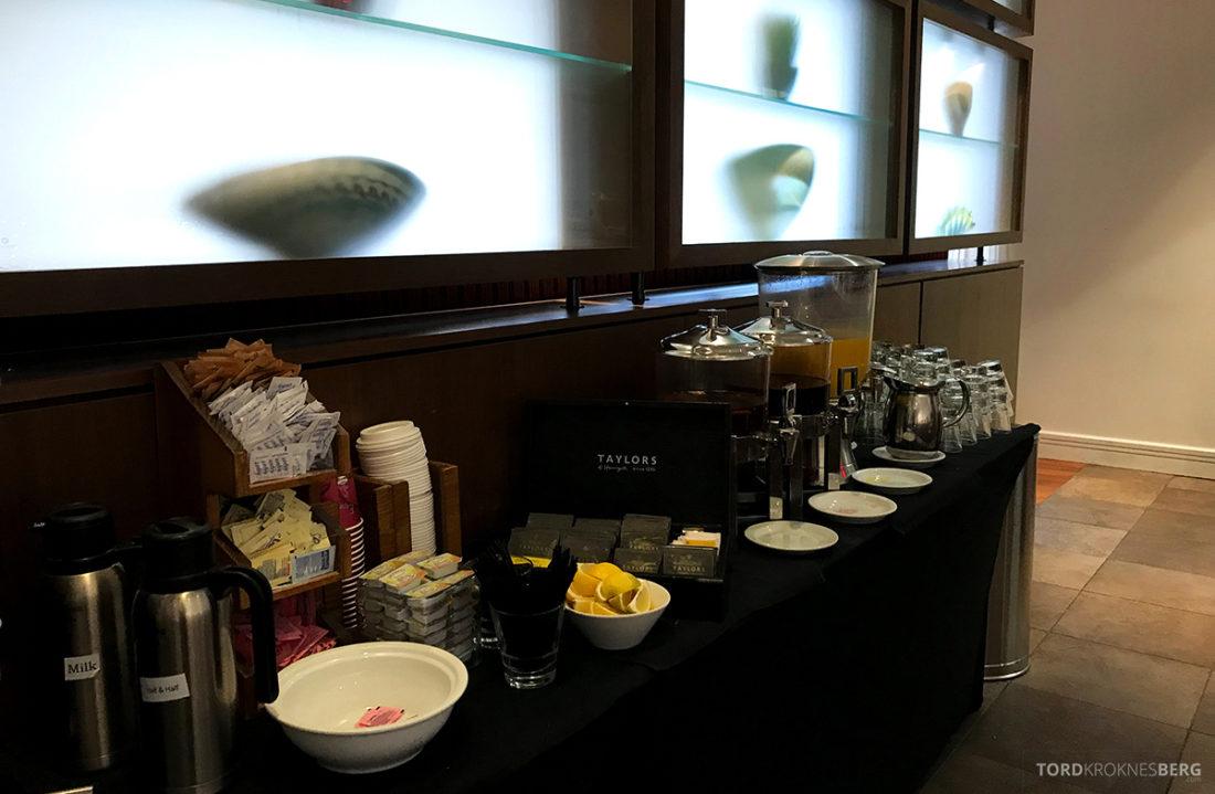 Renaissance Newark Airport Hotel juice og kaffe frokost