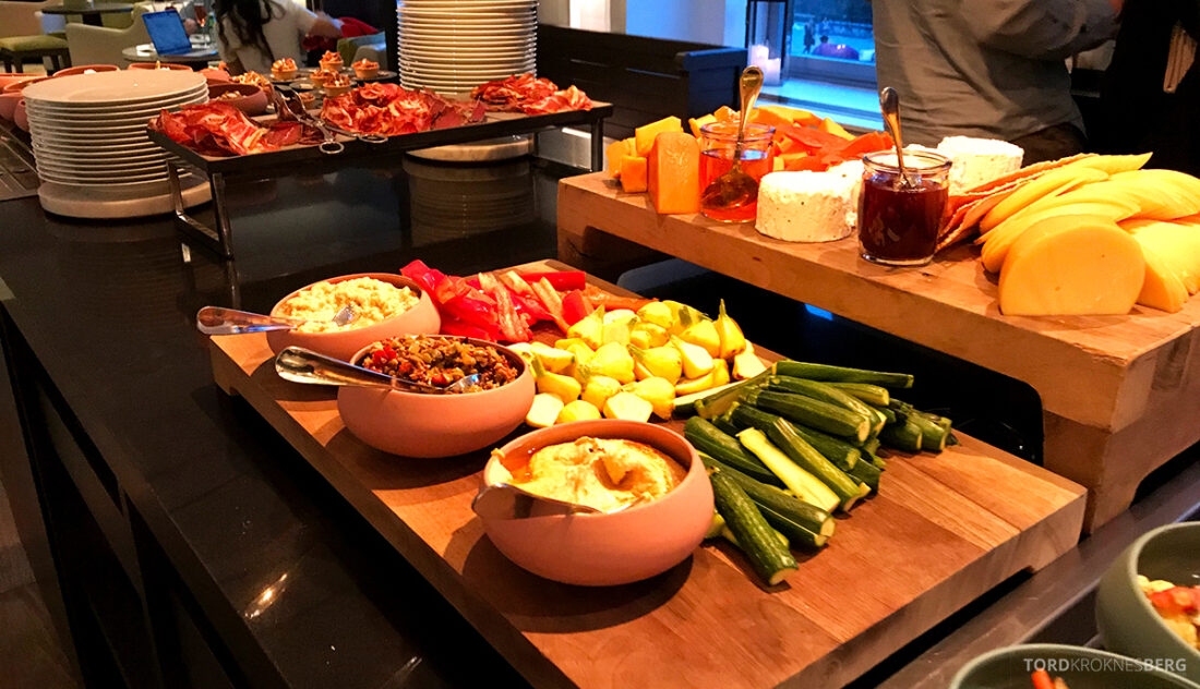 Ritz-Carlton Hotel New York Central Park Club Lounge hors d'oeuvre buffet