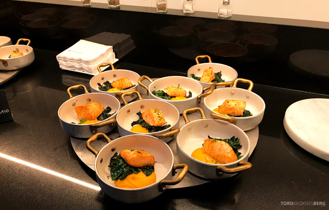 Ritz-Carlton Hotel New York Central Park Club Lounge hors d'oeuvre laks