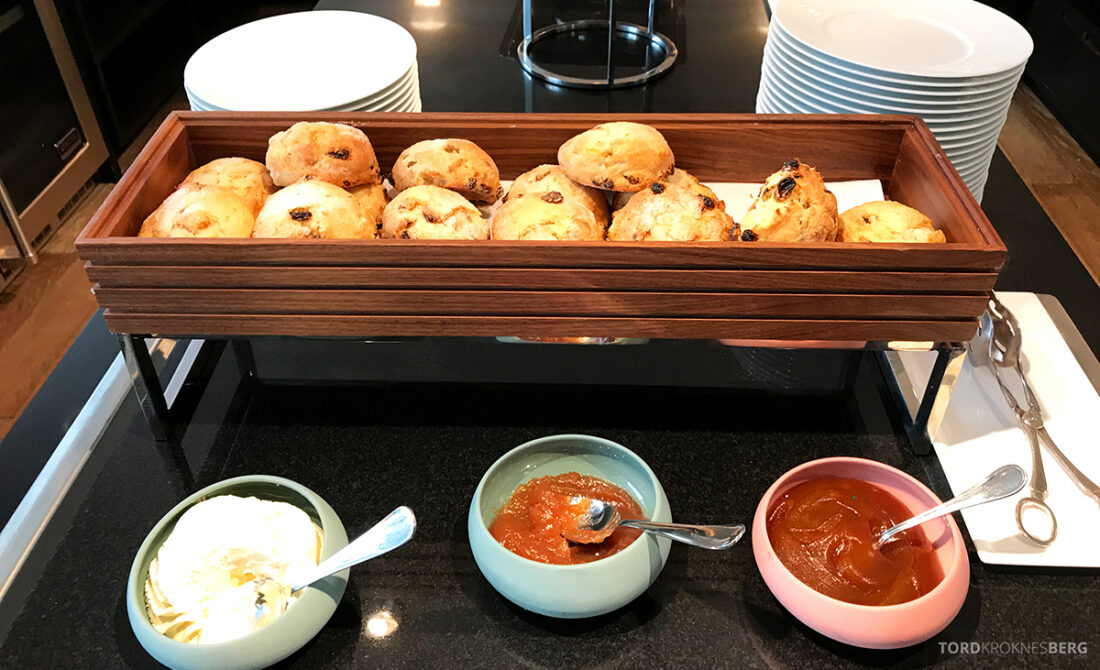 Ritz-Carlton Hotel New York Central Park Club Lounge afternoon tea scones