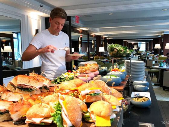 Ritz-Carlton Hotel New York Central Park Club Lounge Tord Kroknes Berg buffet