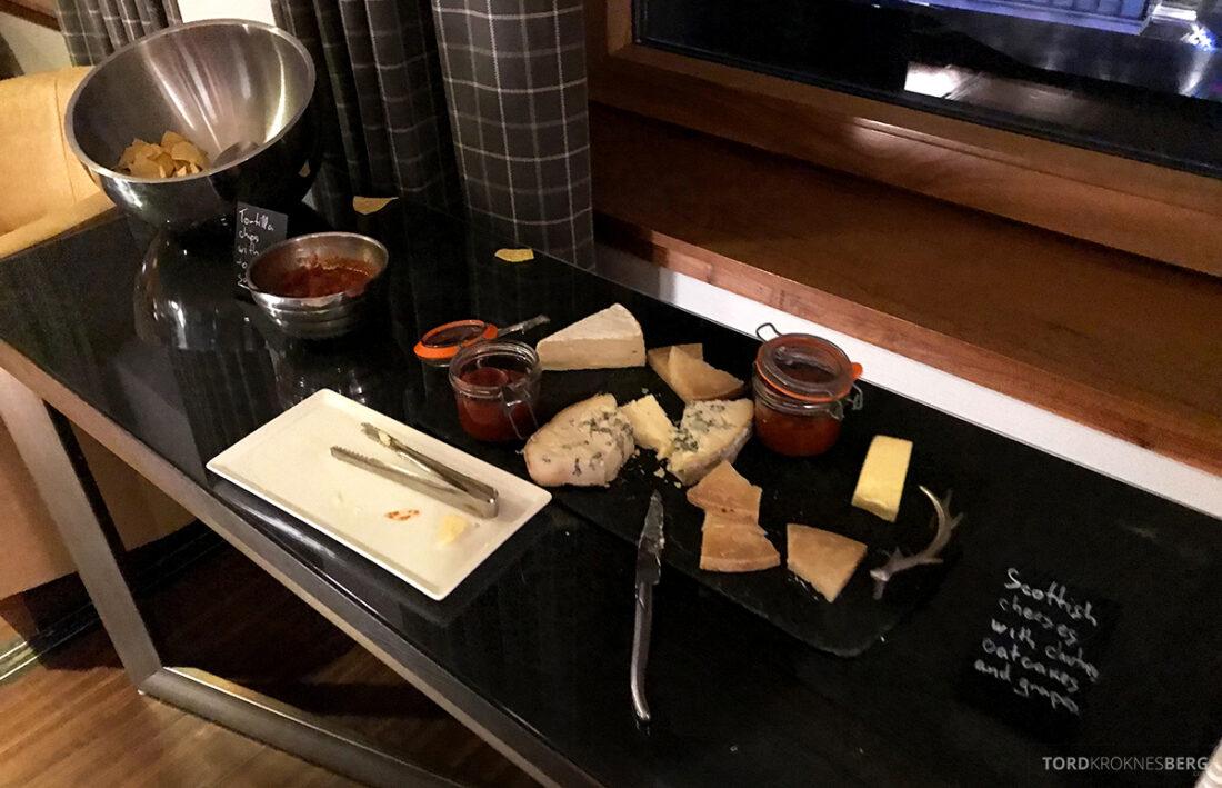 Sheraton Grand Hotel & Spa Edinburgh Club Lounge ost hors d'oeuvre