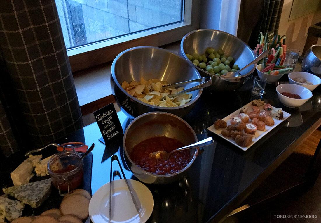 Sheraton Grand Hotel & Spa Edinburgh Club Lounge hors d'oeuvre snacks