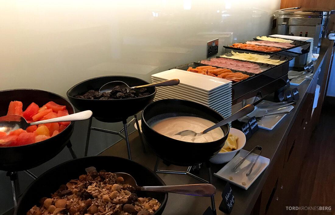 Sheraton Grand Hotel & Spa Edinburgh Club Lounge frokostbuffet pålegg