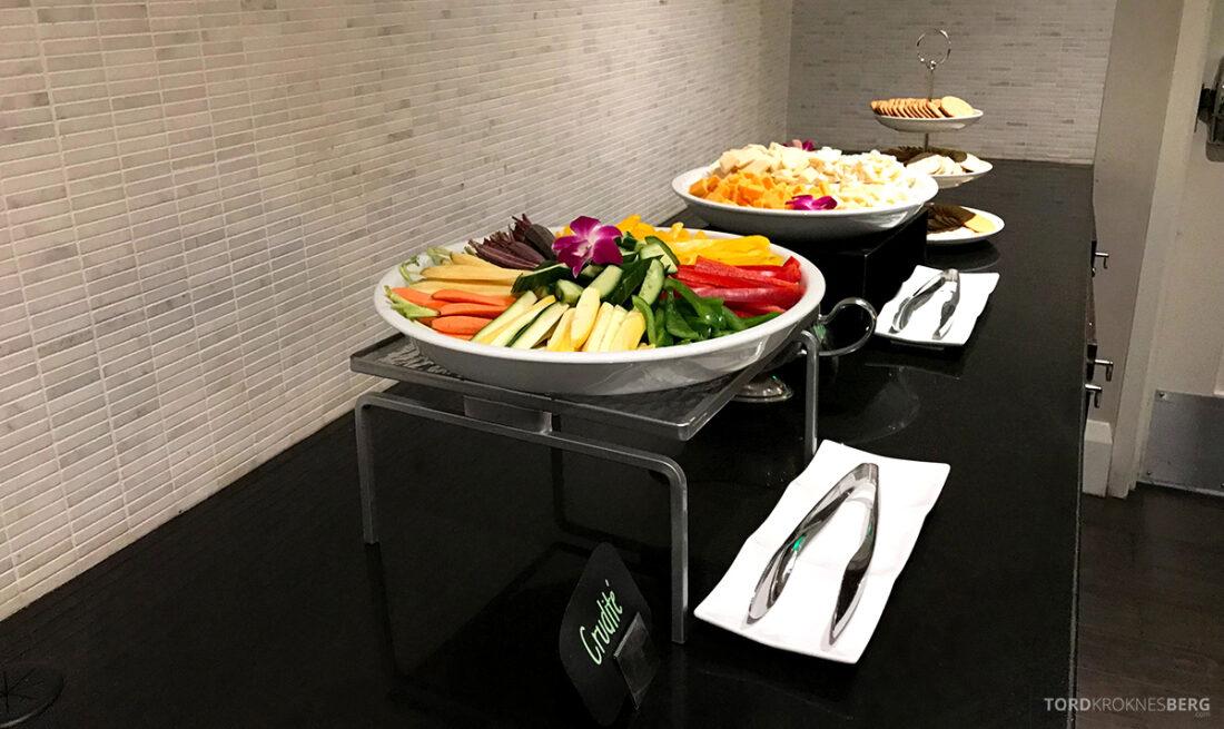 Beverly Hills Marriott Hotel Executive Lounge hors d'oeuvre grønnsaker