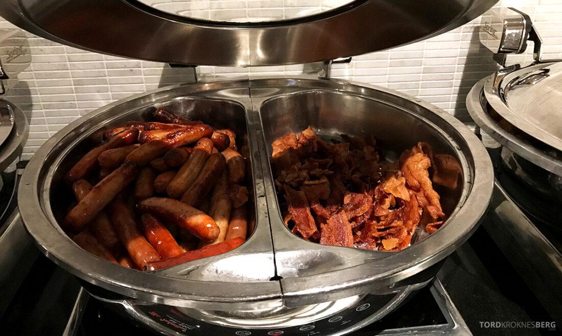 Beverly Hills Marriott Hotel Executive Lounge pølse og bacon frokost