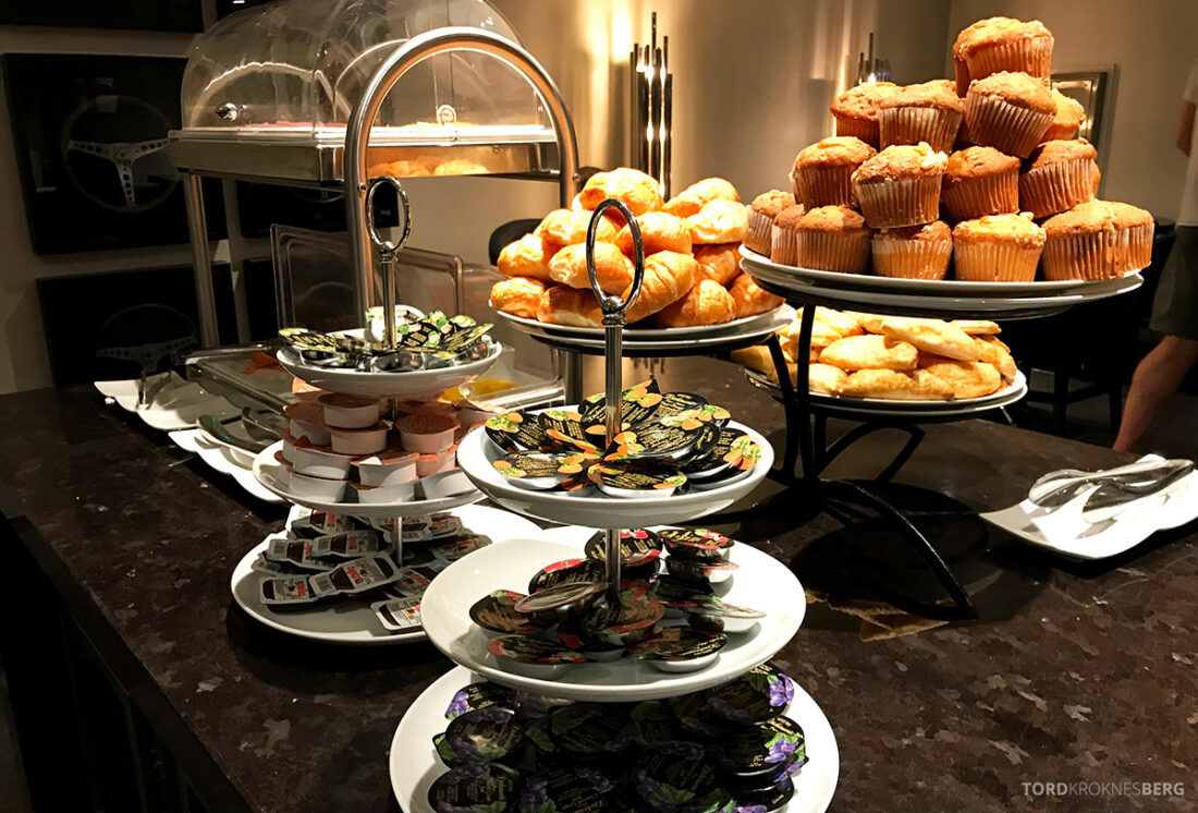 Beverly Hills Marriott Hotel Executive Lounge muffins frokost