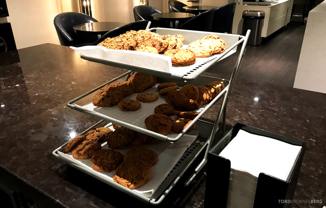 Beverly Hills Marriott Hotel Executive Lounge cookies