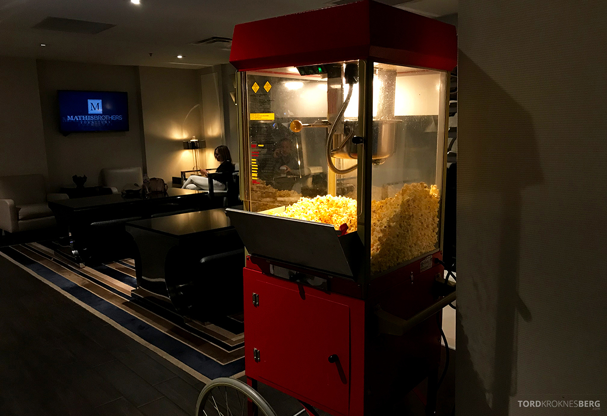 Beverly Hills Marriott Hotel Executive Lounge hors d'oeuvre popcorn
