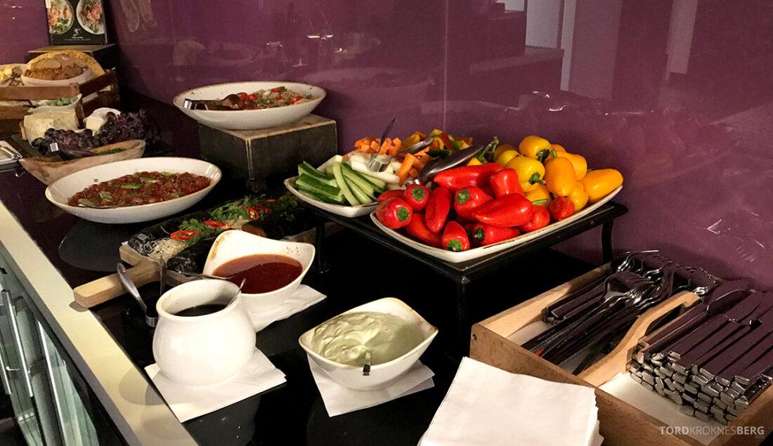 Marriott Hamburg Hotel Executive Lounge hors d'oeuvre buffet