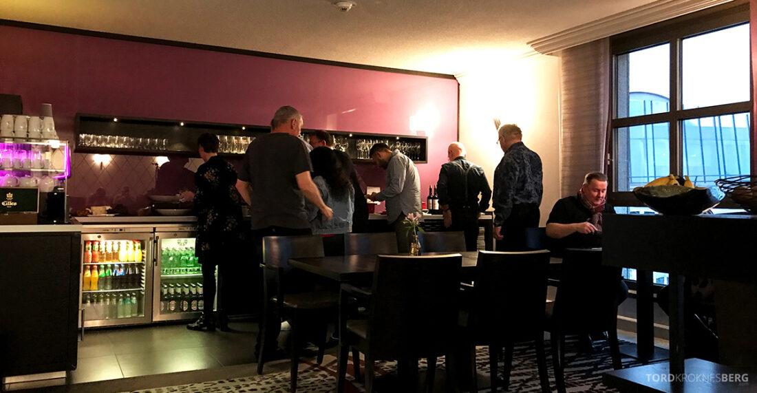 Marriott Hamburg Hotel Executive Lounge buffet hors d'oeuvre