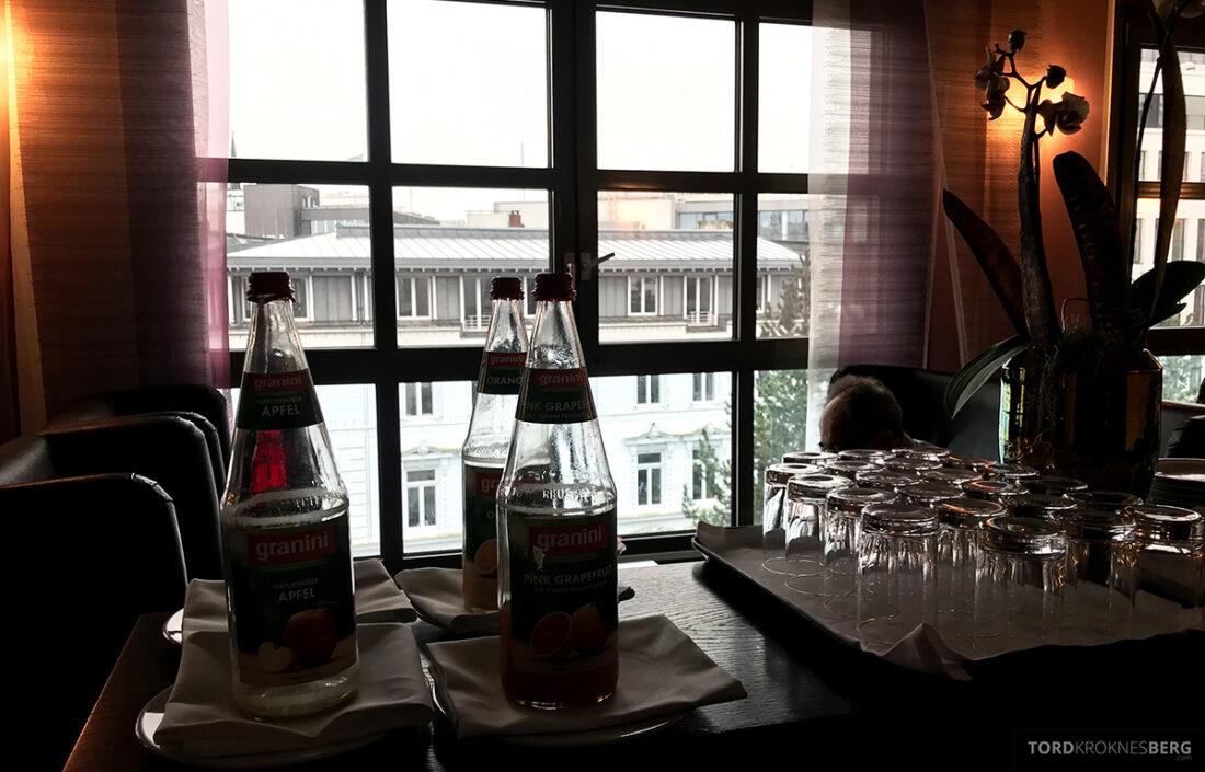 Marriott Hamburg Hotel Executive Lounge vann og juice