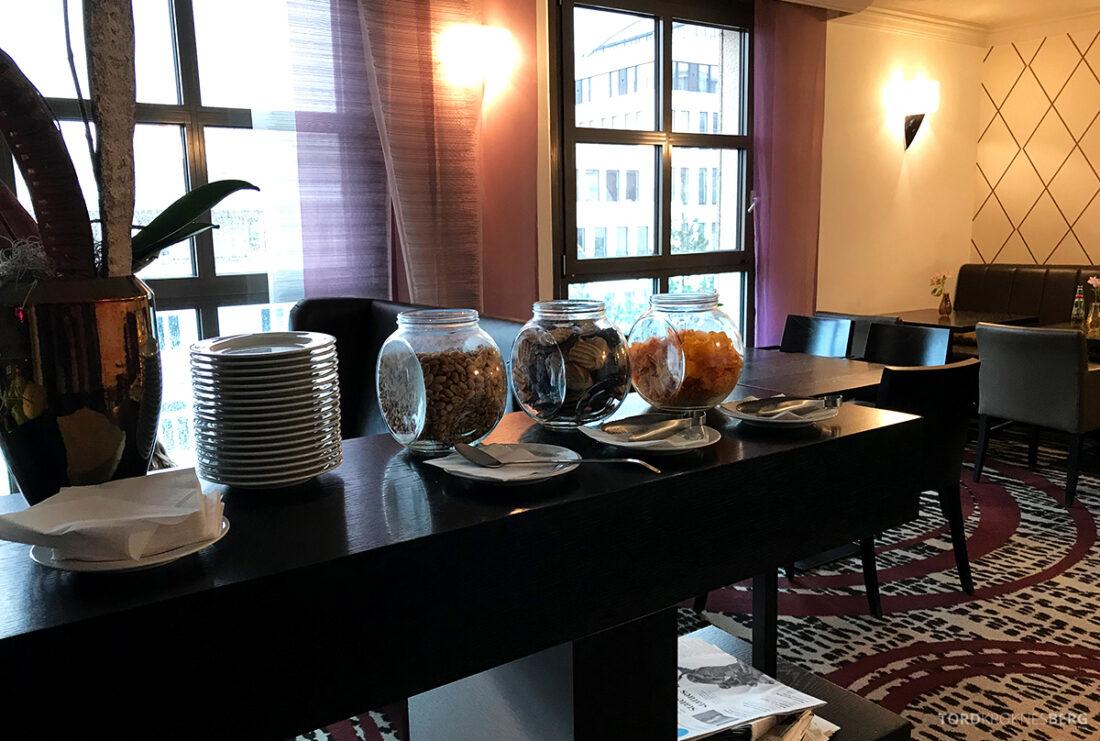Marriott Hamburg Hotel Executive Lounge snacks