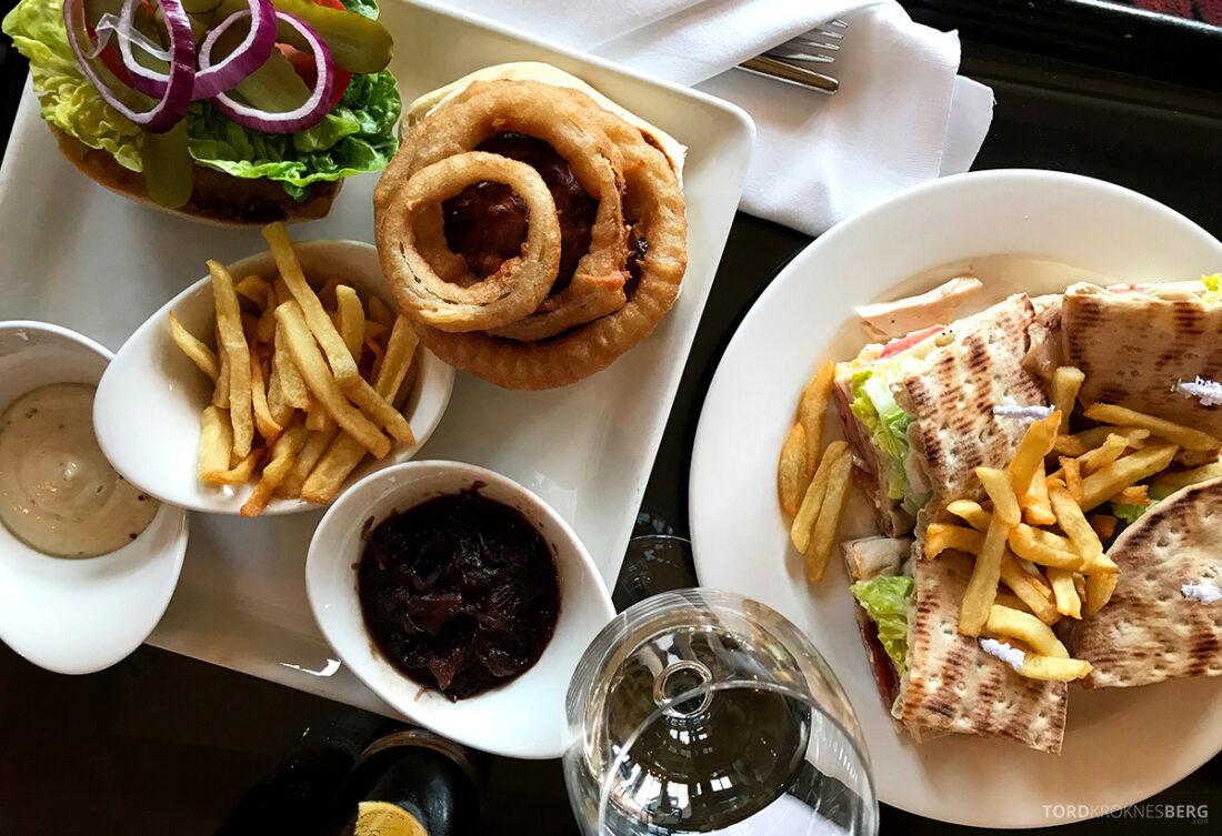 Old Course Hotel St. Andrews Scotland bar club sandwich og burger