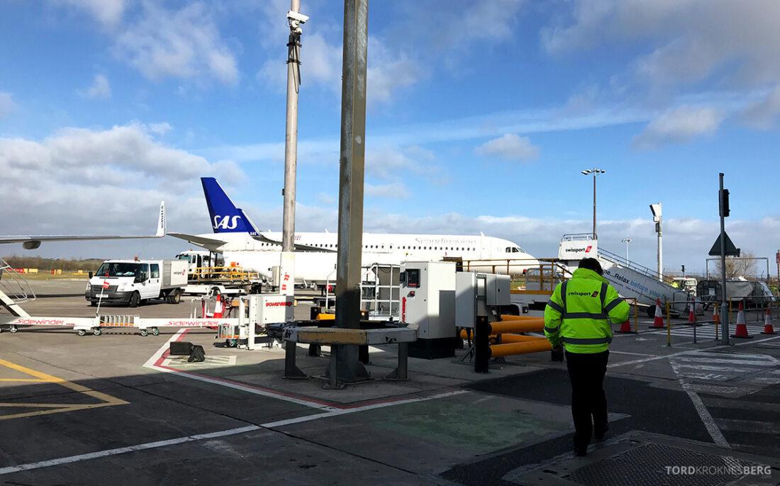SAS Plus Edinburgh Oslo på vei mot flyet
