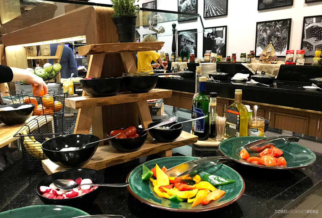 Radisson Blu Hotel Kyiv Podil frokost grønnsaker