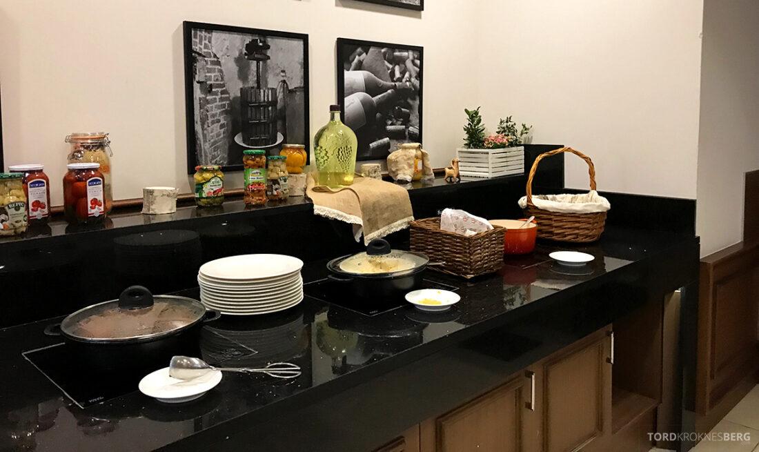 Radisson Blu Hotel Kyiv Podil frokost varmmat