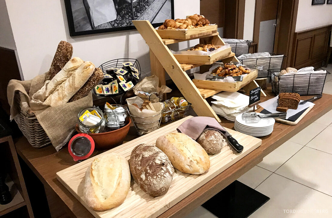 Radisson Blu Hotel Kyiv Podil frokost brød