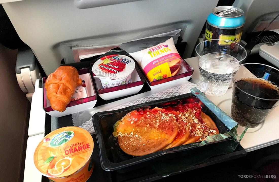 Qatar Airways Economy Class Doha Oslo frokost