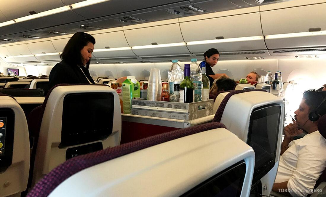 Qatar Airways Economy Class Oslo Doha tralle servering