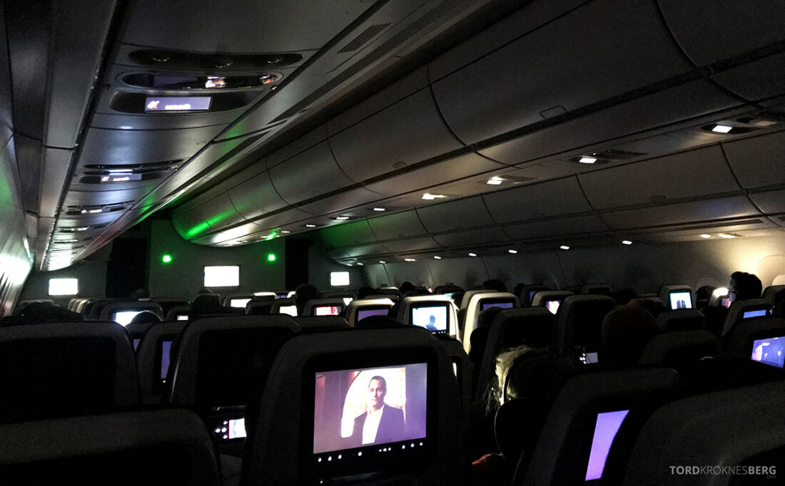 Qatar Airways Economy Class Oslo Doha mørk kabin